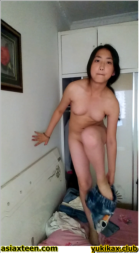 ST-71-80,Japanese girl was secretly filmed for a fitting room,日本の女の子は密かに試着室